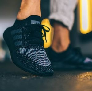 NWT adidas Originals Swift Run Primeknit Shoes